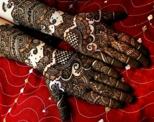 Bridal-Mehndi-Designs-for-Full-Hands-and-Legs-600x476